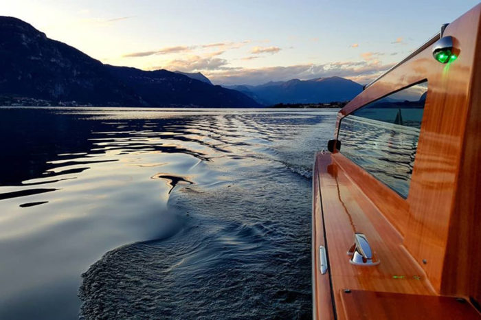 Venetian-style Boat Cruise to Villas on Lake Como
